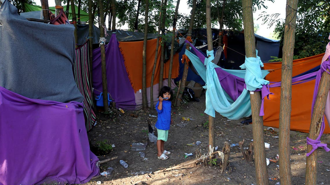 A refugee child brushes her teeth on the Hungary-Serbia border, in a camp outside a transit zone set up by Hungarian authorities to filter refugees at Roszke, Hungary, September 2, 2016. Picture taken September 2, 2016. reuters