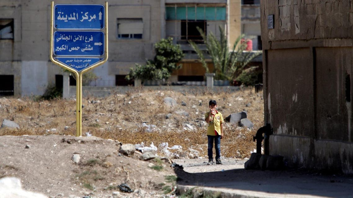 A boy stands near the entrance of the Waer district in the central Syrian city of Homs, Syria, Sept. 19, 2016 (Photo: Reuters/Omar Sanadiki)