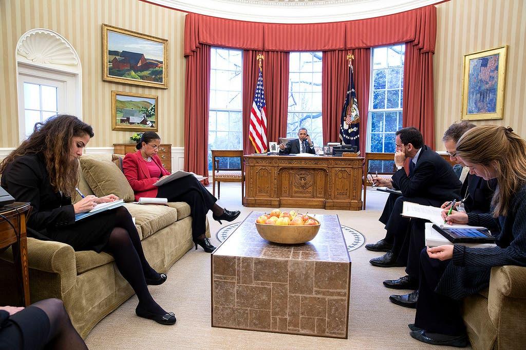 سحر نوروز زادة ( الى اليسار) في اجتماع بمكتب الرئيس الأميركي باراك أوباما
