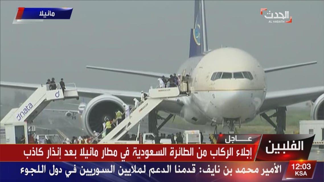 THUMBNAIL_ إنزال ركاب طائرة #الخطوط_السعودية بأمان بعد الإنذاء الكاذب