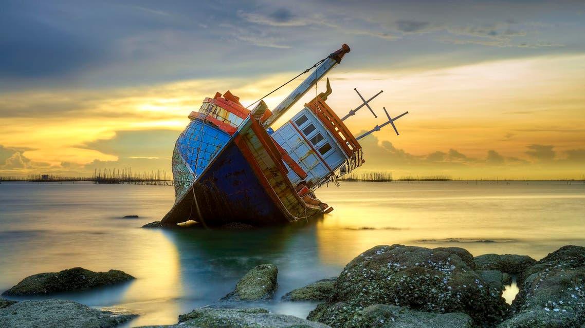 سفينة تغرق - آي ستوك