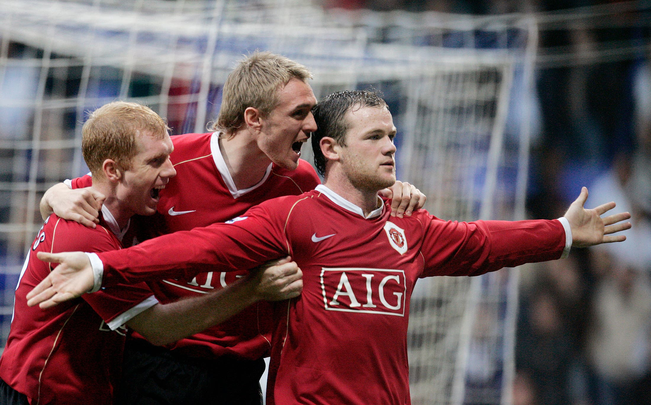 Manchester United's Wayne Rooney (R) celebrates with team mates Darren Fletcher (C) and Paul Scholes (L) after scoring his third goal during their English Premier League soccer match against Bolton Wanderers in Bolton, northern England October 28, 2006. (Reuters)