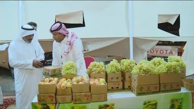 مبتعث سعودي يدرس ماجستير في التمريض بدرجة بائع عنب