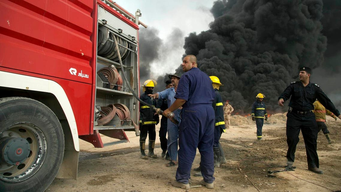 Iraqi firefighters battle large fire at oil wells as they trying to prevent the flames from reaching the residential neighborhoods in Qayara, Iraq. (File Photo: AP)