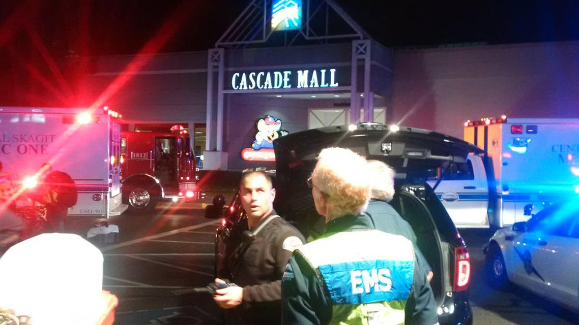 Medics wait to gain access to the Cascade Mall after four people were shot dead in Burlington, Washington, U.S. September 24, 2016. (Reuters)