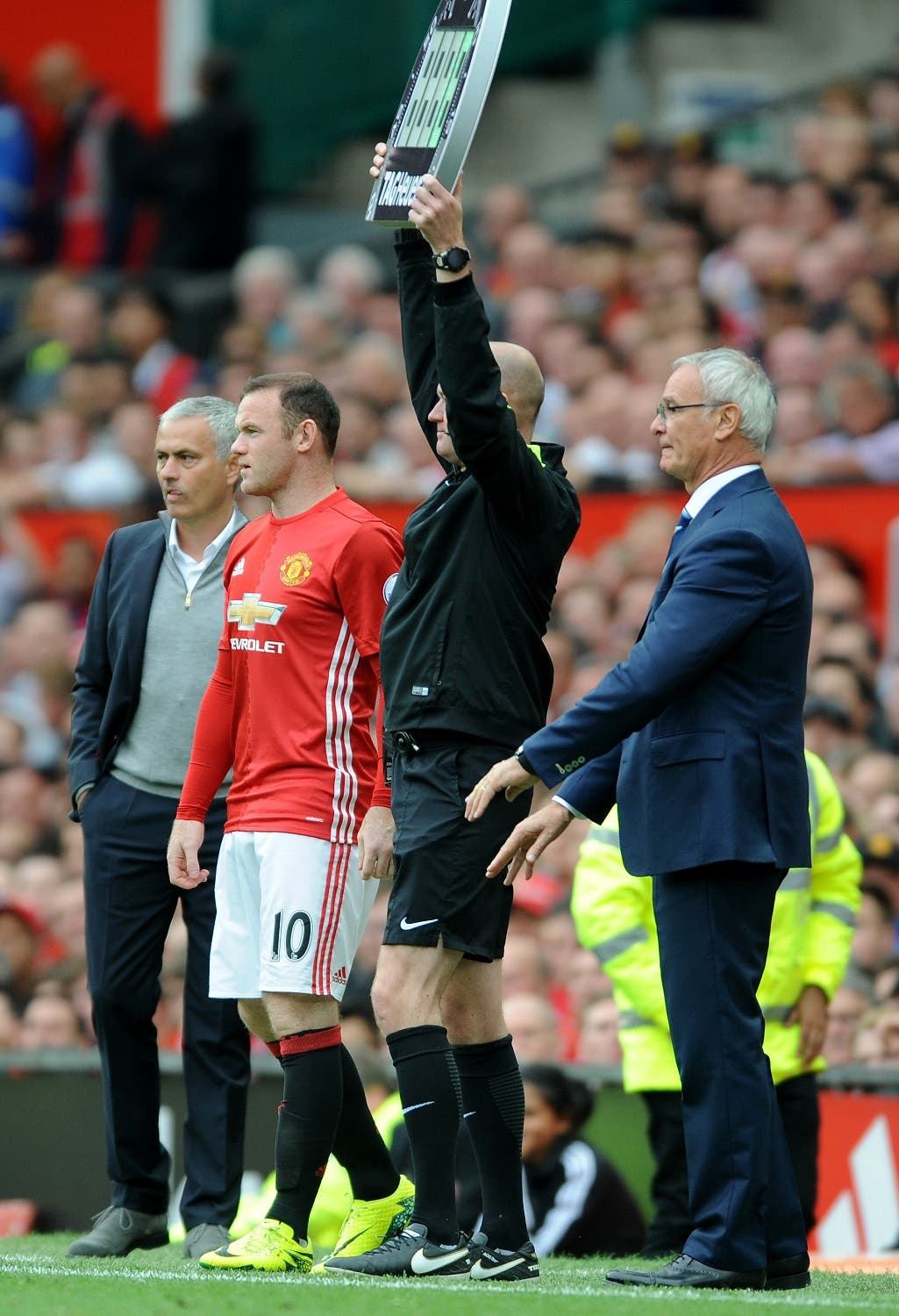 Manchester United manager Jose Mourinho, left, brings on Manchester United's Wayne Rooney as a substitute Saturday's game (Photo: AP/Rui Vieira)