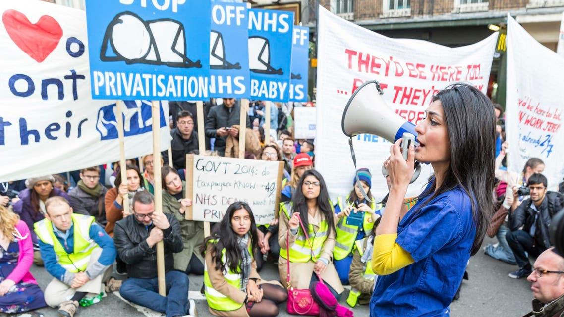 Thousands Junior doctors protest in London istock احتجاج الأطباء المبتدئين في لندن