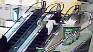 بالفيديو.. شاب سعودي ينقذ طفلاً من الموت في آخر لحظة
