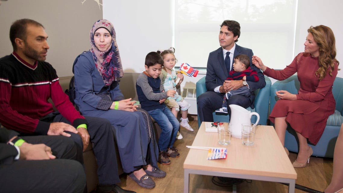 Canada's Prime Minister Justin Trudeau and his wife Sophie Gregoire Trudeau greet Syrian refugees Ahmad Al Krad (L), his wife Doaa Al Mahmed (2nd L) and his children Nasser, Panem and Muneer Ahmad at the Immigration Services Society in Vancouver, B.C., Canada, September 25, 2016. (File photo: Reuters)