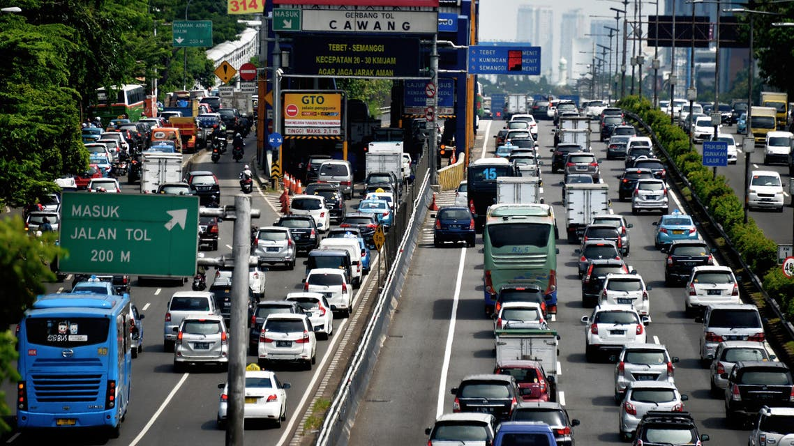 A general view shows traffic commuting on a congested road in Jakarta on June 2, 2016. (AFP)