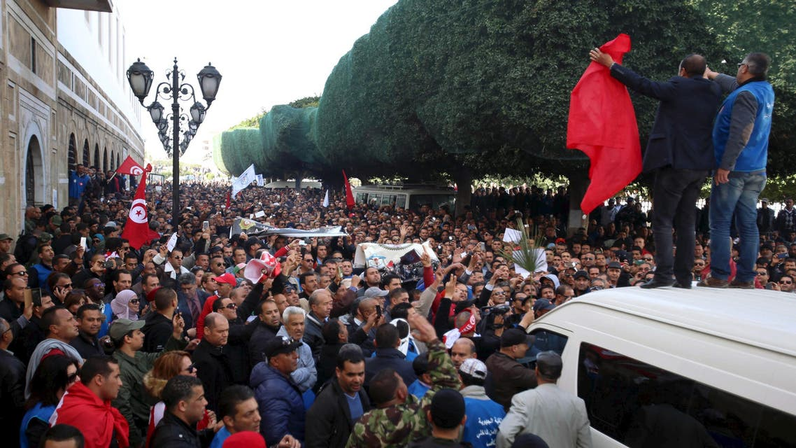 Tunisian police officers and security personnel shout slogans during a protest in front of the prime minister's office in Tunis, Tunisia February 25, 2016. Several thousand Tunisian policemen protested in front of the prime minister's office on Thursday, chanting and demanding more pay and better working conditions as they face Islamist militants targeting security forces. REUTERS