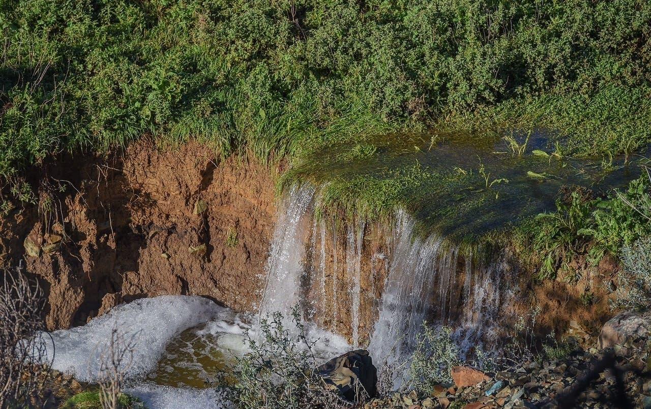 A waterfall near Al-Sadwan village (Al Arabiya)