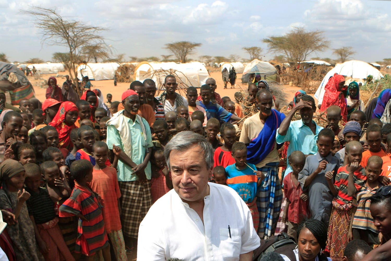 Guterres is surrounded by Somali refugees as he speaks to the media in an area where recent arrivals from Somalia have settled in 2011. (File photo: AP)