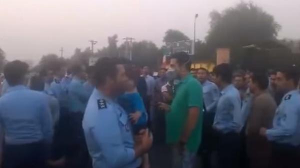 عشرات الضباط الإيرانيين يحتجون على عمليات فساد في الجيش 9deca40e-c475-46d4-900d-c5a6971e1467_16x9_600x338