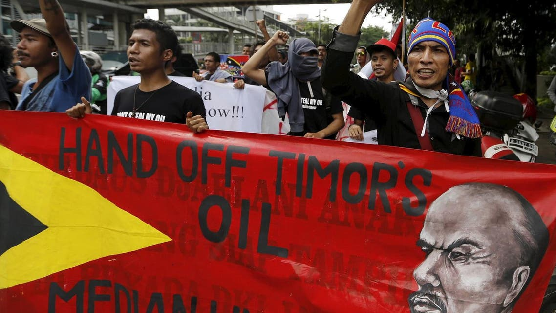 Timorese students shout slogans during a protest in front of the Australian embassy in Jakarta, Indonesia, March 24, 2016. (Reuters)