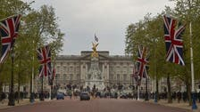 Man arrested after scaling Buckingham Palace gate