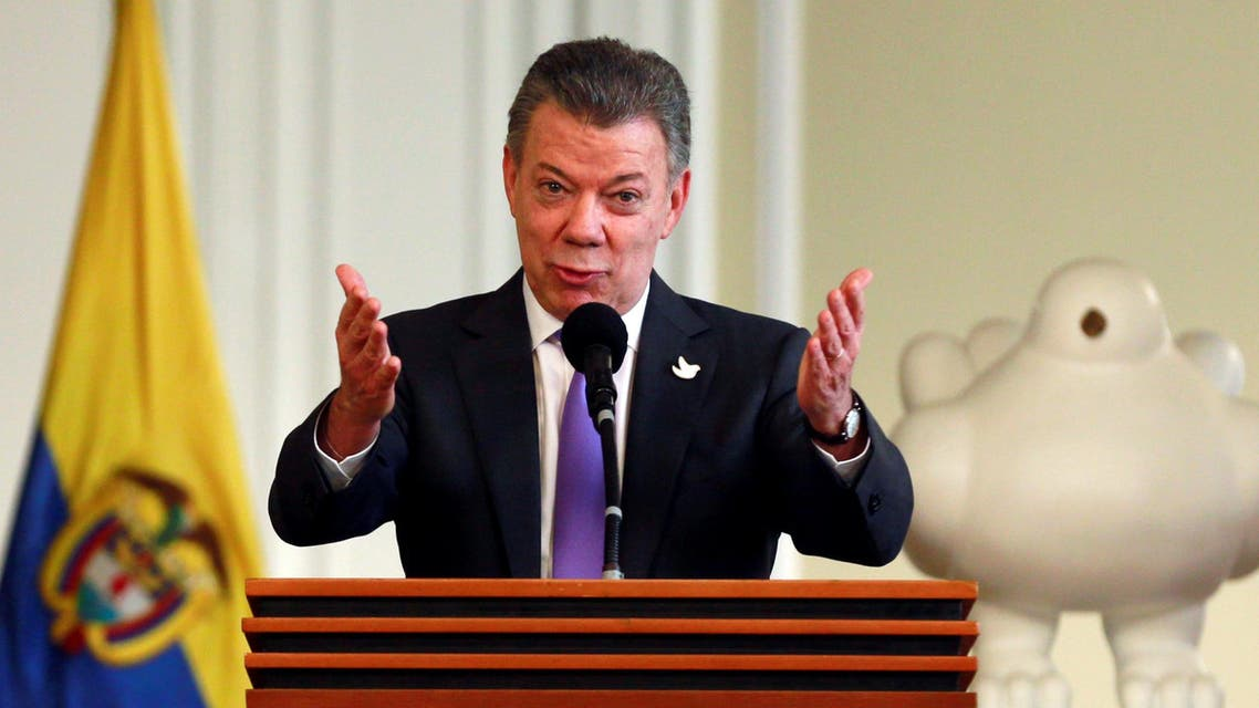 olombia's President Juan Manuel Santos acknowledges the applause while addressing people who worked for the peace accord to be approved in the recent referendum, after winning the Nobel Peace Prize, at Narino Palace in Bogota, Colombia, October 7, 2016. REUTERS
