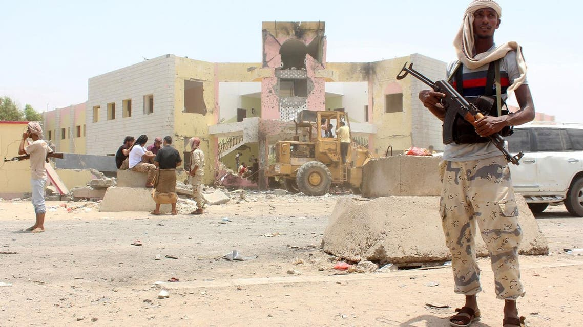 Yemeni security forces stand guard at the site of a suicide car bombing claimed by the Islamic State group on August 29, 2016 at an army recruitment centre in the southern Yemeni city of Aden. Yemeni security officials told AFP that the attacker drove an explosives-laden vehicle into a gathering of army recruits at a school in northern Aden, killing at least 60.  SALEH AL-OBEIDI / AFP