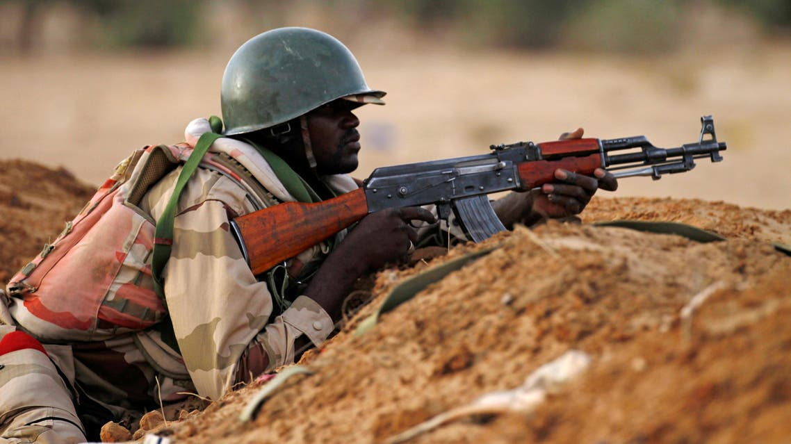 A Niger soldier guards with his weapon pointed towards the border with neighbouring Nigeria, near the town of Diffa, Niger June 21, 2016. REUTERS
