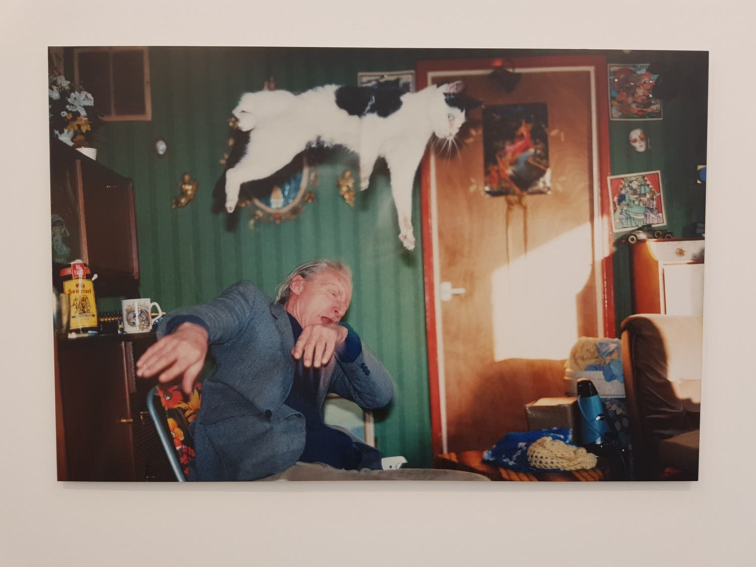 """A photo from the """"Ray's a Laugh"""" series (1996) by  Richard Billingham at the Anthony Reynolds Gallery booth. (Saffiya Ansari/ Al Arabiya English)"""