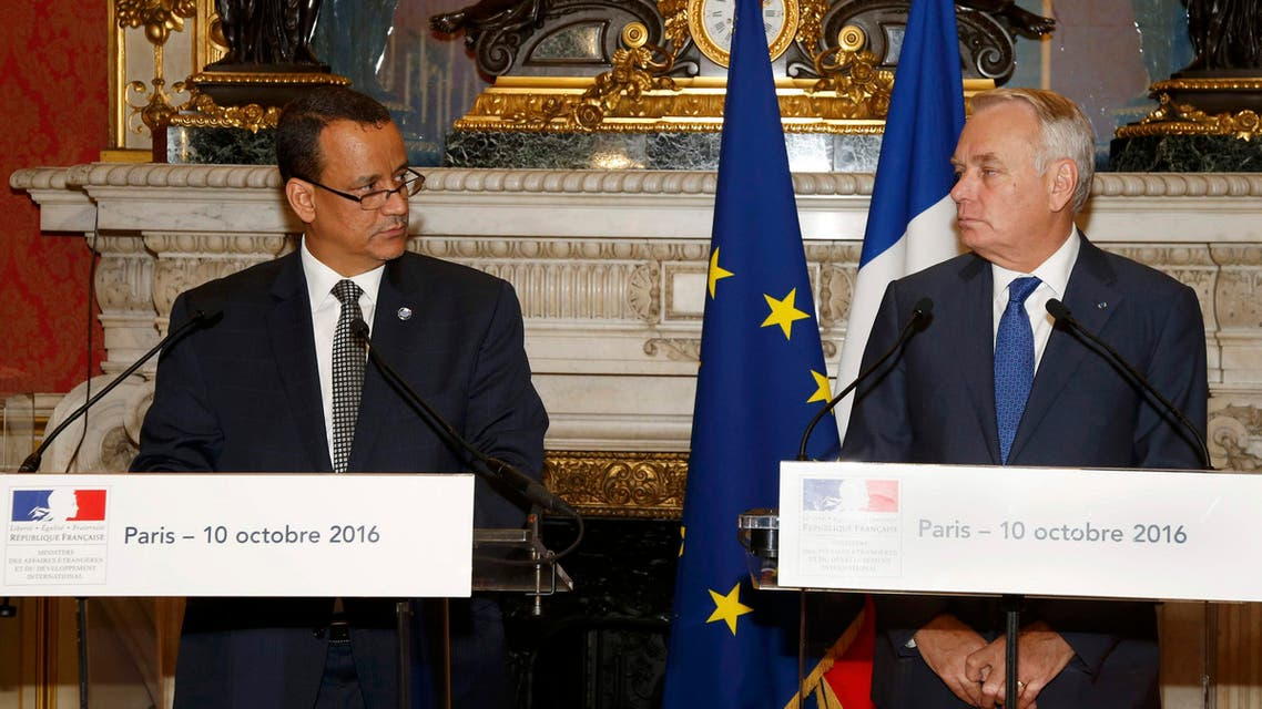 French Foreign Affairs Minister Jean-Marc Ayrault (R) and U.N. special envoy for Yemen, Ismail Ould Cheikh Ahmed, attend a news conference at the Quai d'Orsay Foreign Ministry in Paris, France, October 10, 2016. reuters