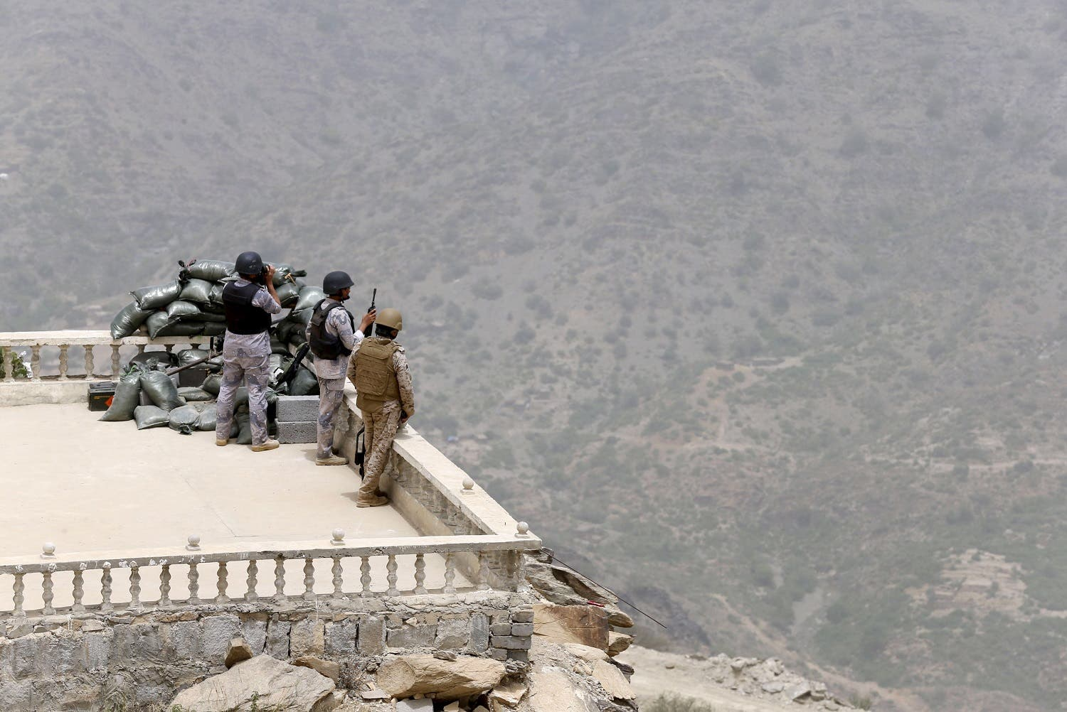 Saudi soldiers take their position at Saudi Arabia's border with Yemen April 6, 2015. (File photo: Reuters)