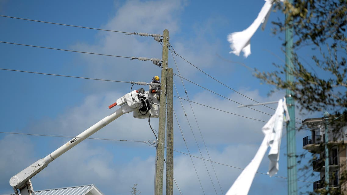 A utility worker repairs a power line in the aftermath of Hurricane Matthew in New Smyrna Beach, Florida, U.S. October 9, 2016. REUTERS
