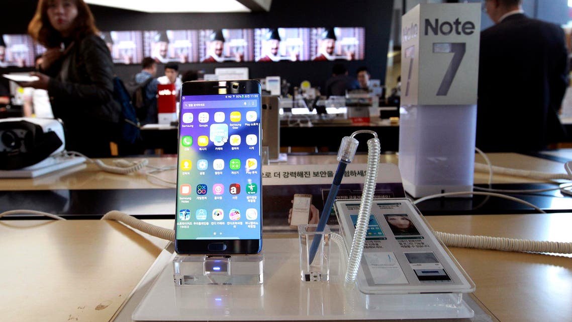 The move follows decisions by US phone retailers AT&T and T-Mobile to stop giving new Note 7 smartphones to consumers to replace older models (AP)
