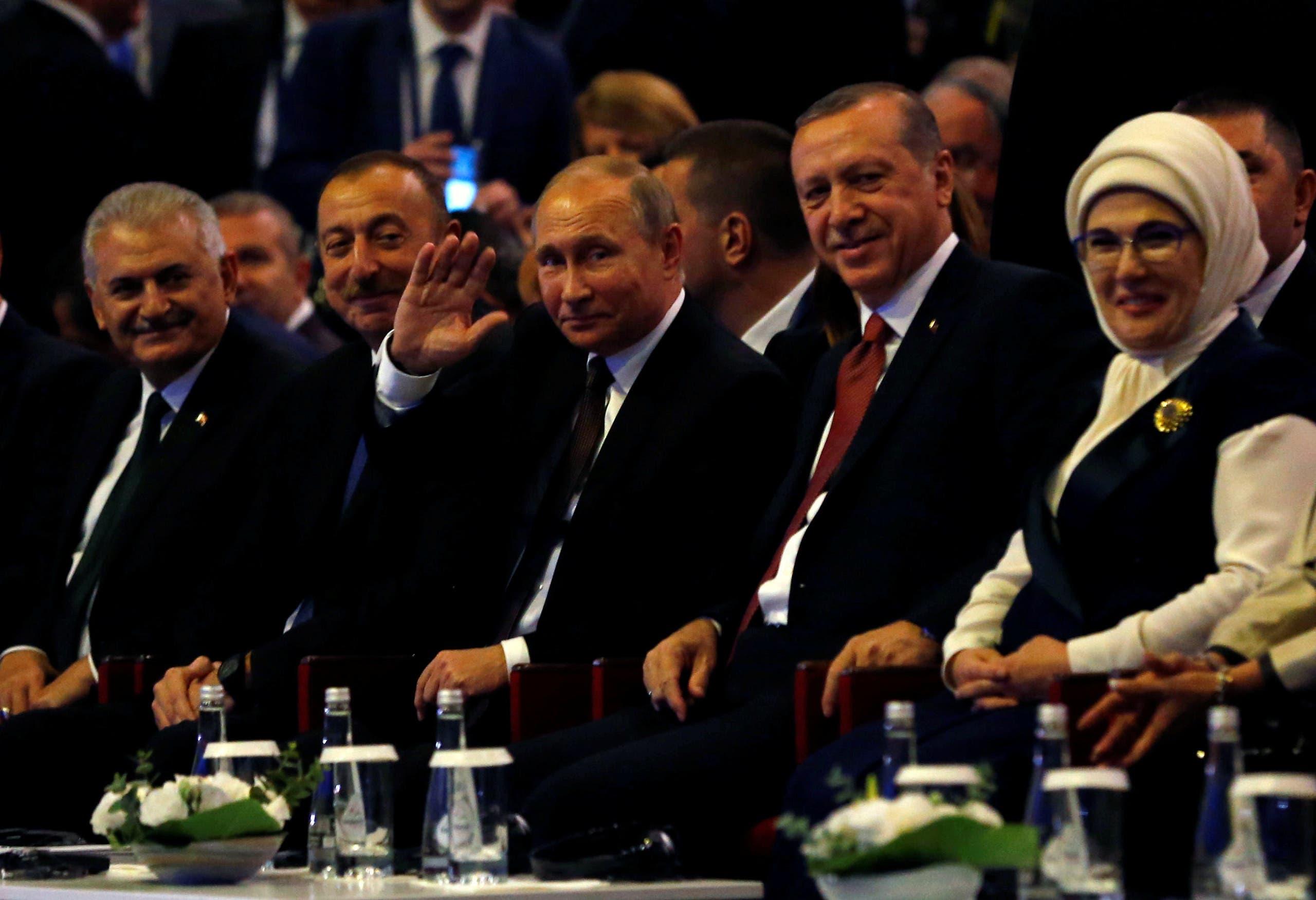 روسی صدر ولادی میر پوتین ، ترک صدر رجب طیب ایردوآن ،آذربائیجان کے صدر الہام علیوف اور ترک وزیراعظم بن علی یلدرم استنبول میں منعقدہ عالمی توانائی کانفرنس میں شریک ہیں۔