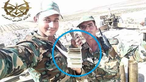 توزيع النقود على جنود الأسد