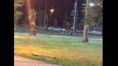 هذا الشاب مارس التفحيط في حديقة عامة وكأنها حلبة سباق!