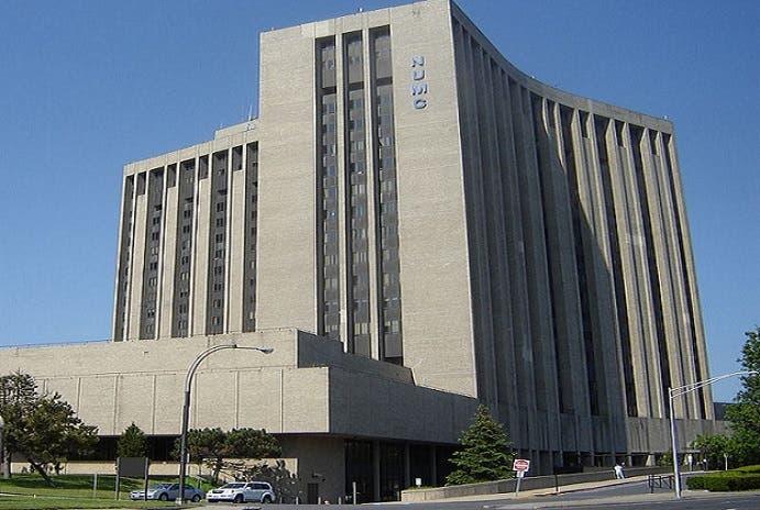 مركز ناسّاو الجامعي الطبي في نيويورك، افتتحوه في 1974 وشهير بمعالجة الحروق