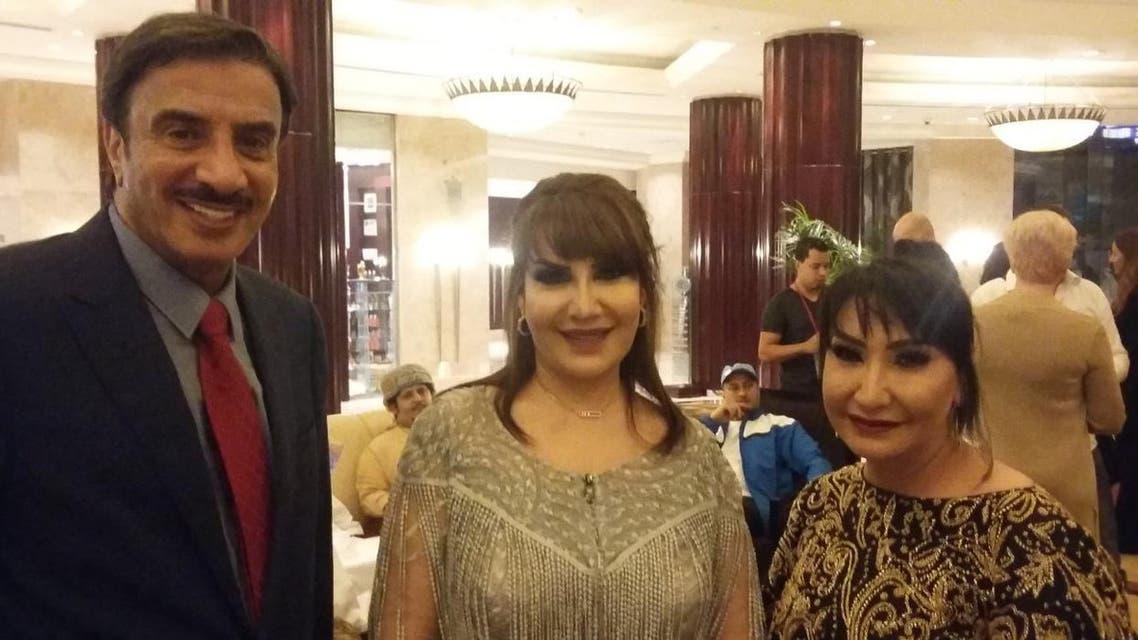 هدى حسين مع شقيقتها الفنانة سحر حسين وحسين المنصور