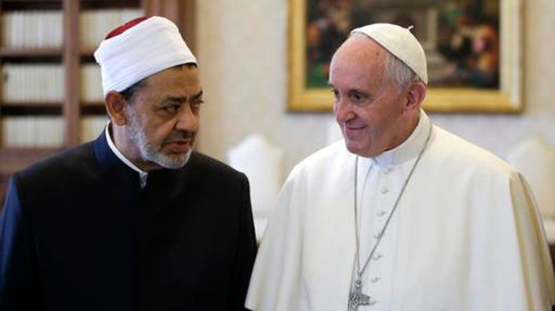 Sheik Ahmed el-Tayyib, Grand Imam of Al-Azhar Mosque, talks with Pope Francis during a private audience in the Apostolic Palace, at the Vatican, Monday, May 23, 2016. AP