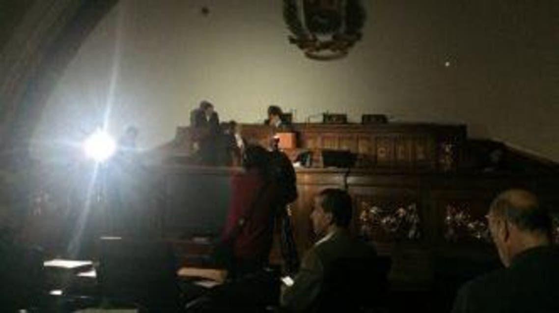 جلسة برلمانية بالظلام