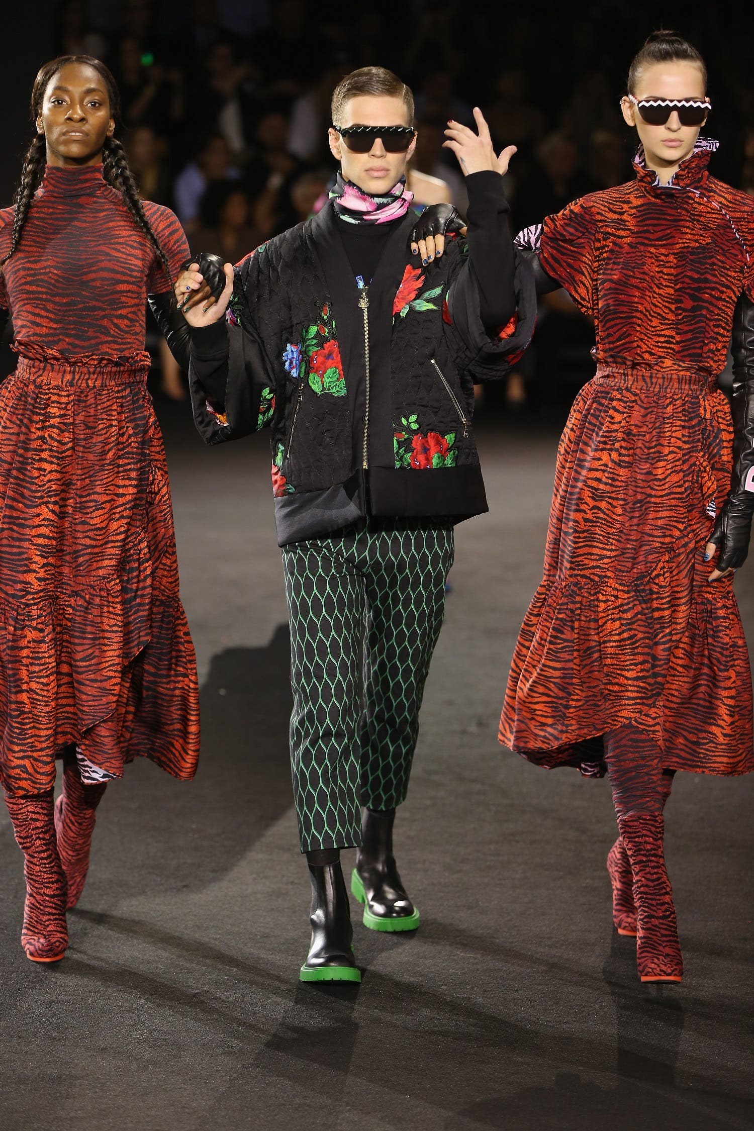 Performers and models take the runway during KENZO x H&M Launch Event Directed By Jean-Paul Goude' at Pier 36 on October 19, 2016 in New York City. Nicholas Hunt/Getty Images for H&M/AFP Nicholas Hunt / GETTY IMAGES NORTH AMERICA / AFP