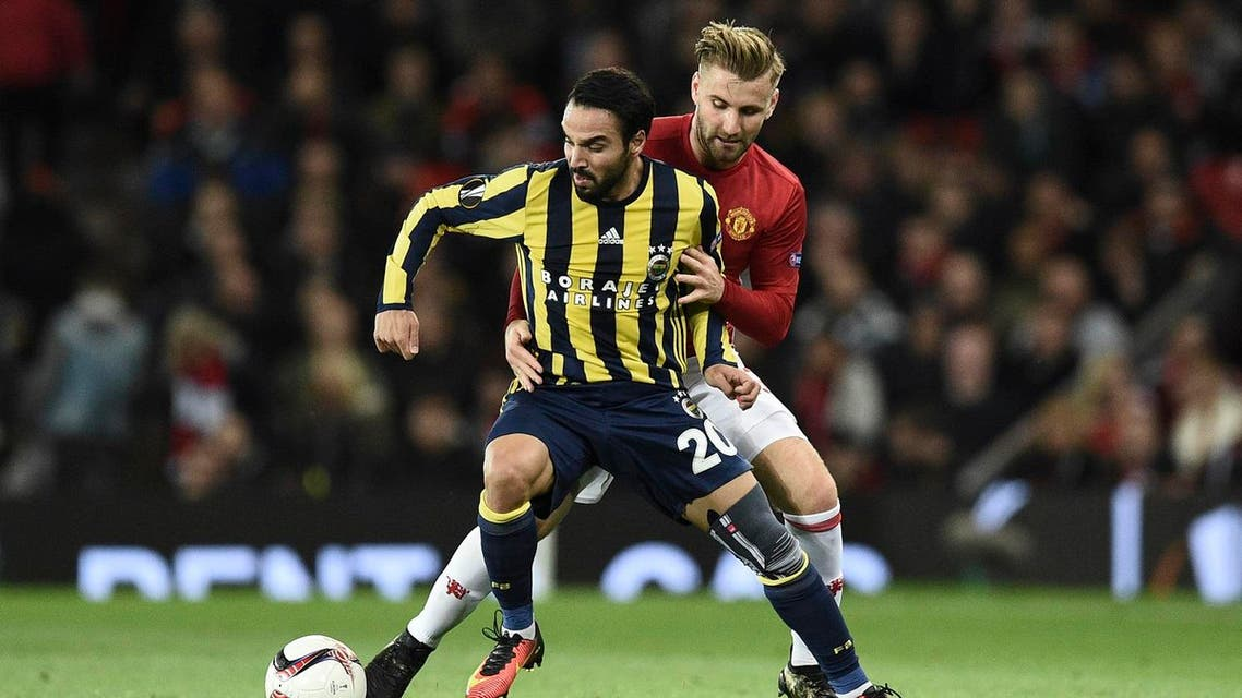 Manchester United's English defender Luke Shaw (R) challenges Fenerbahce's Turkish forward Volkan Sen (L) during the UEFA Europa League group A football match between Manchester United and Fenerbahce at Old Trafford in Manchester, north west England, on October 20, 2016. (AFP)