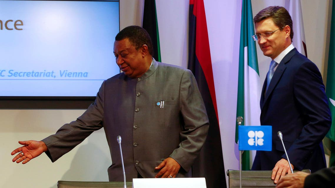 Russian Energy Minister Alexander Novak (R) and OPEC Secretary-General Mohammed Barkindo arrive for a news conference in Vienna, Austria, October 24, 2016. REUTERS