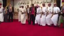 شاهد.. القنصل الأميركي في جدة يؤدي رقصة شعبية