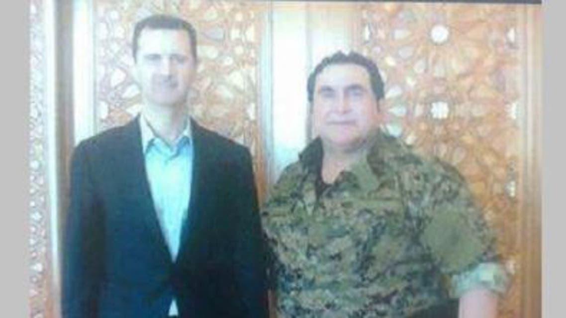 قائد ميليشيا صقور الصحراء في صورة سابقة مع الأسد