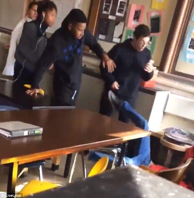 ضرب المدرسة أثار ثائرة طلابها