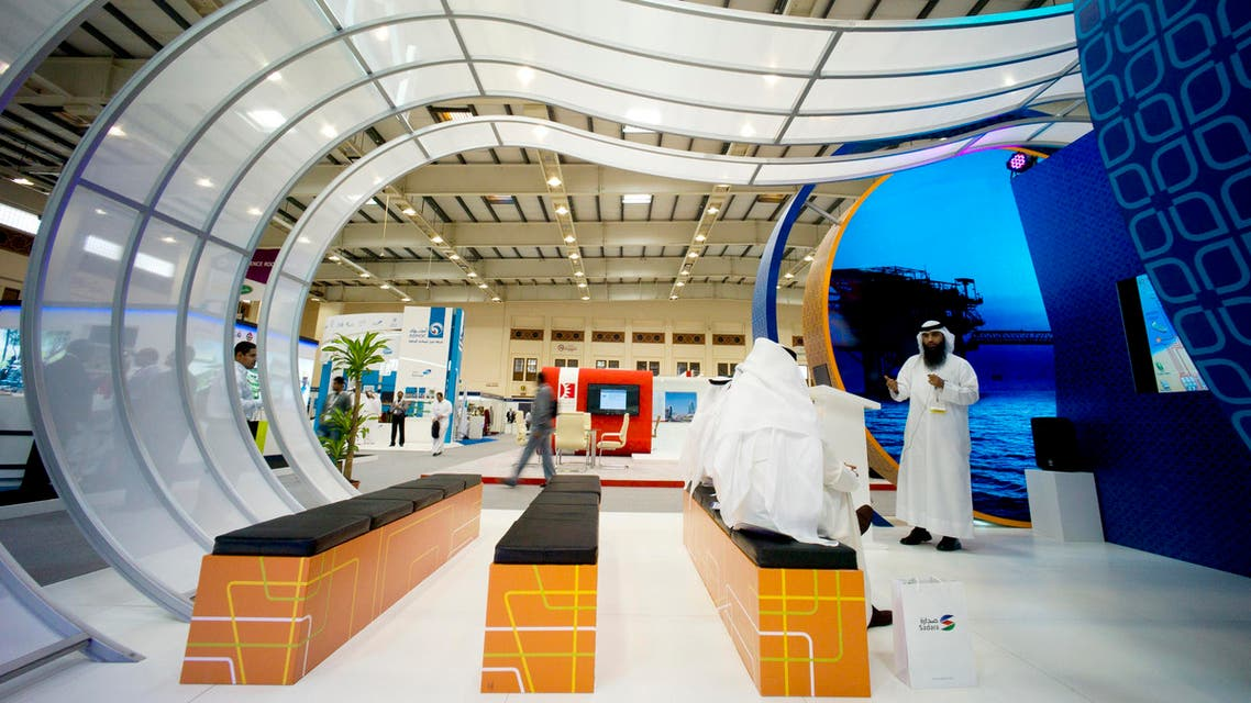 People attend a talk at the Kuwait Oil Company booth during Petrotech 2014 (a petrochemicals conference) at the Bahrain International Exhibition Centre in Manama May 19, 2014. (File photo: Reuters)
