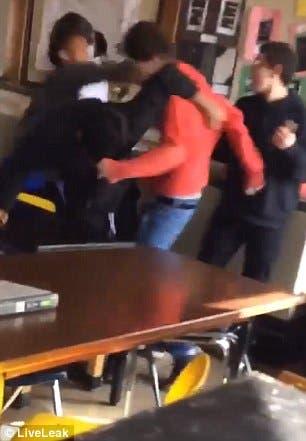 مشاجرة عنيفة داخل الفصل الدراسي