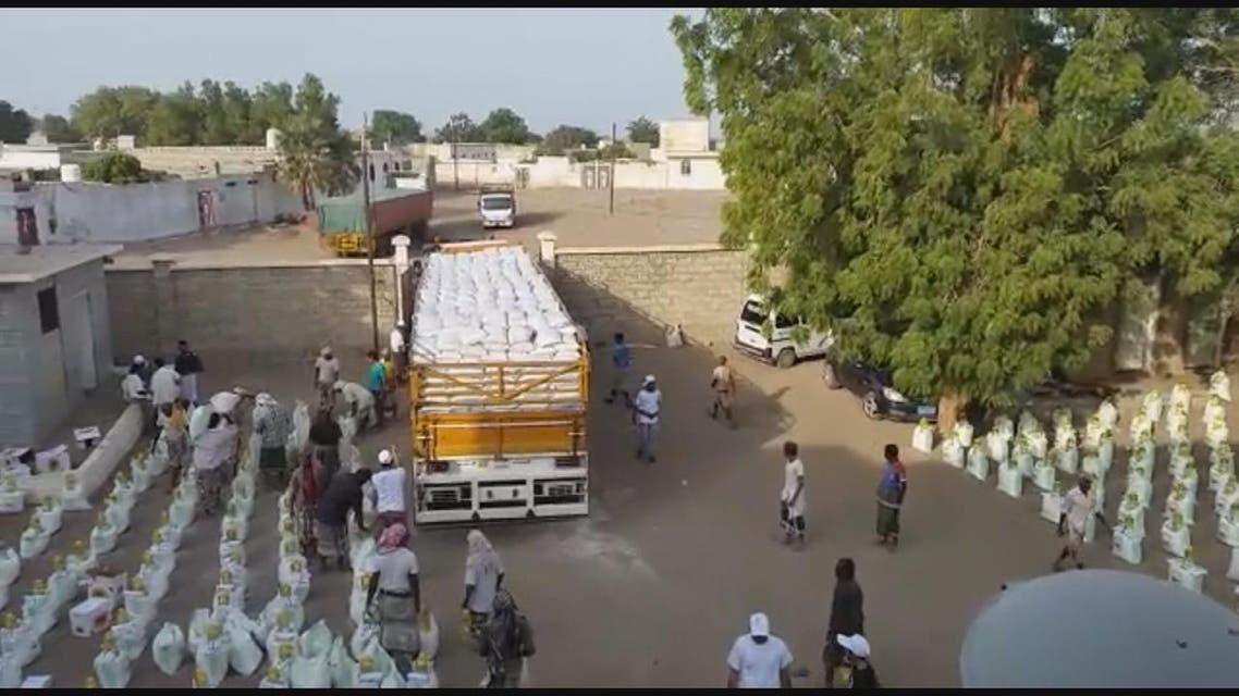 THUMBNAIL_ مركز الملك سلمان يوزع مساعدات في الحديدة