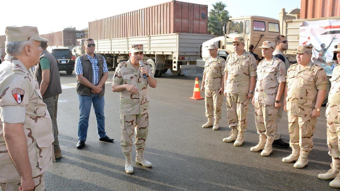 الجيش المصري يدفع بتعزيزات لإزالة السيول