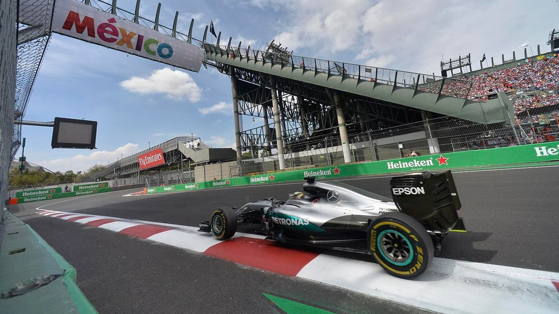 Mercedes AMG Petronas F1 Team's British driver Lewis Hamilton powers his car during the Formula One Mexico Grand Prix at the Hermanos Rodriguez circuit in Mexico City on October 30, 2016.  Pedro Pardo / AFP
