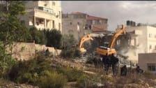 شاهد جرافات الاحتلال وهي تهدم بناية سكنية بالقدس
