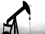 النفط يقلص مكاسبه القياسية بفعل جني الأرباح