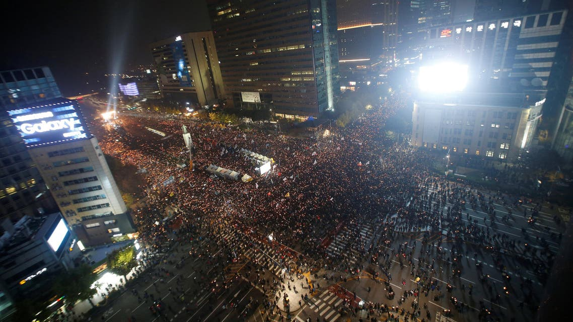 Tens of thousands of South Korean people take part in a rally calling on embattled President Park Geun-hye to resign over a growing influence-peddling scandal, in central Seoul. (Reuters)