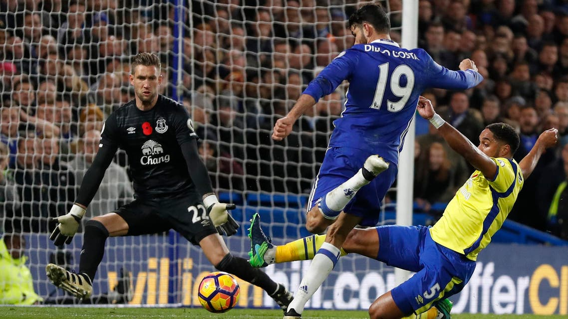 Chelsea's Diego Costa has a shot on goal blocked by Everton's Ashley Williams during the English Premier League soccer match between Chelsea and Everton at Stamford Bridge stadium in London, Saturday, Nov. 5, 2016. (AP)